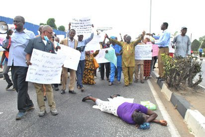 Pensioners protest at Benue Govt House
